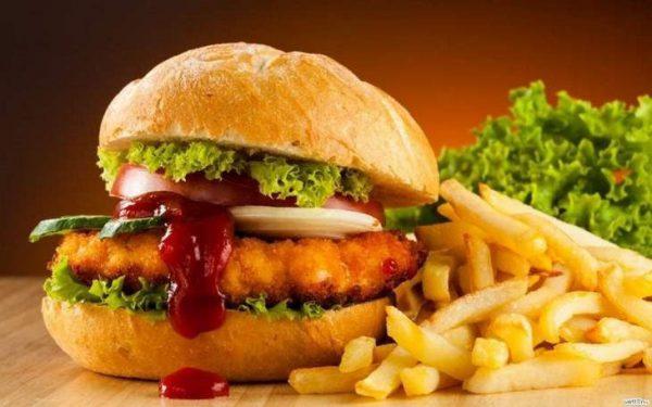 hamburger, frytki