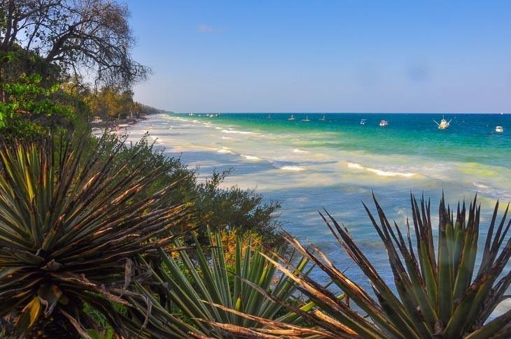 rajska plaża przy hotelu baobab beach wkenii