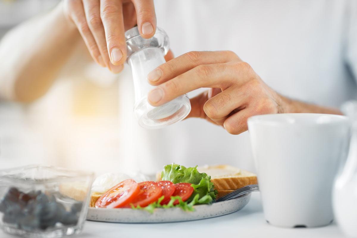 Pieczywo zawiera co prawda sporo soli, alenajlepiej poprostu dodatkowo go niedosalać